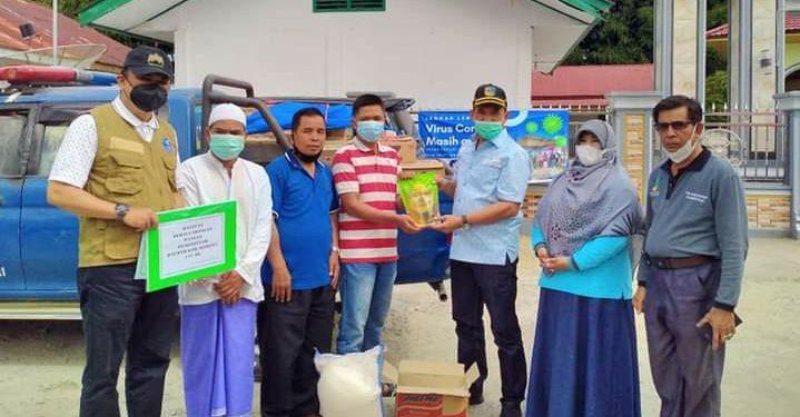 Mewakili Bupati, Sekda Asraf Antarkan Bantuan Untuk Warga Isolasi Mandiri di Penawar