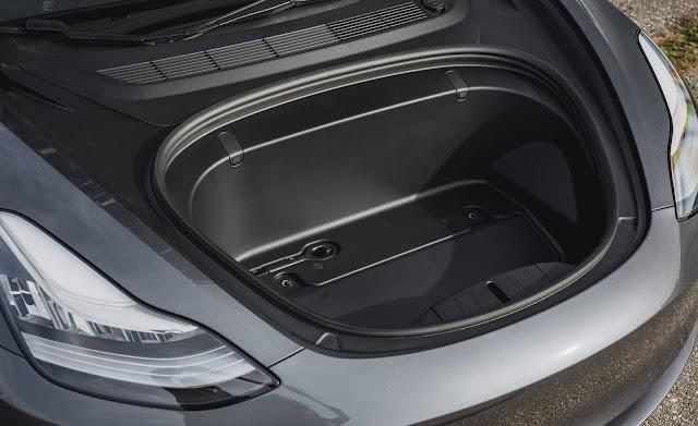 Tesla Model 3 - porta-malas dianteiro