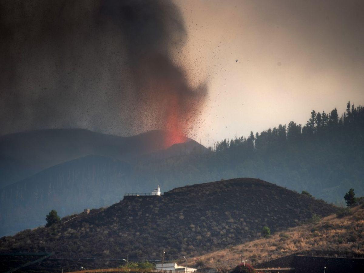 Lava de vulcão nas Canárias pode gerar gases tóxicos se chegar ao mar