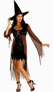 Foto de una mujer con disfraz de bruja para halloween con vestido corto