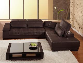 divano in pelle marrone immagine