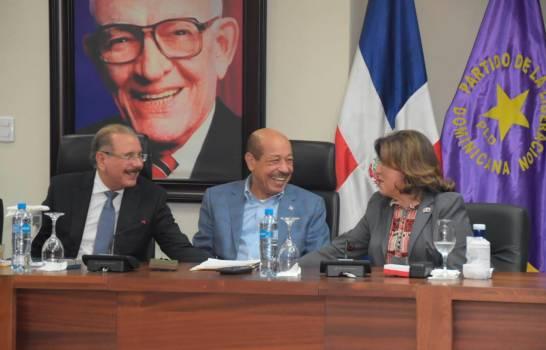 Margarita, muy sonriente y relajada en primera reunión del nuevo CP del PLD