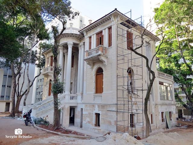 Vista ampla do Palacete Chucri Assad durante processo de restauração completa em Julho de 2020 - Ipiranga - São Paulo