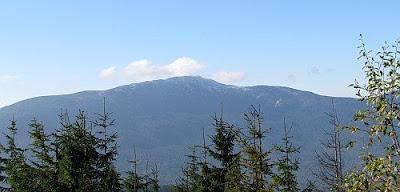 Babia Góra widziana z Cylu Hali Śmietanowej.