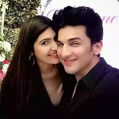 Manish Raisinghan With Wife Sangeeta chauhan