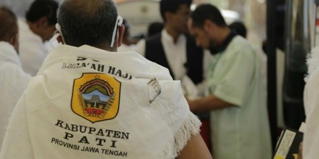 Para Jamaah Haji Daerah Ini Sudah Berpakaian Ihram Sejak Di Tanah Air