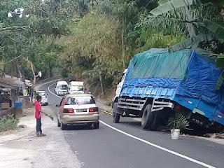 Pesona Keindahan Tanjakan Dan Tikungan Tajam Di Pusuk, Lombok