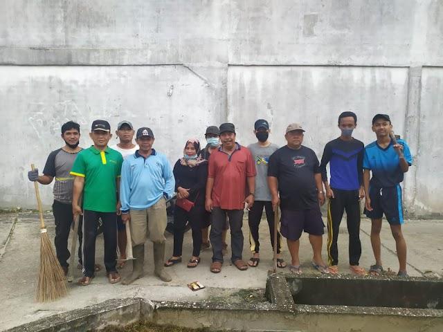 Tingkatkan Kenyamanan Warga, RT 03 RW 05 Kelurahan Perawang Tualang Gencar Bersih Lingkungan