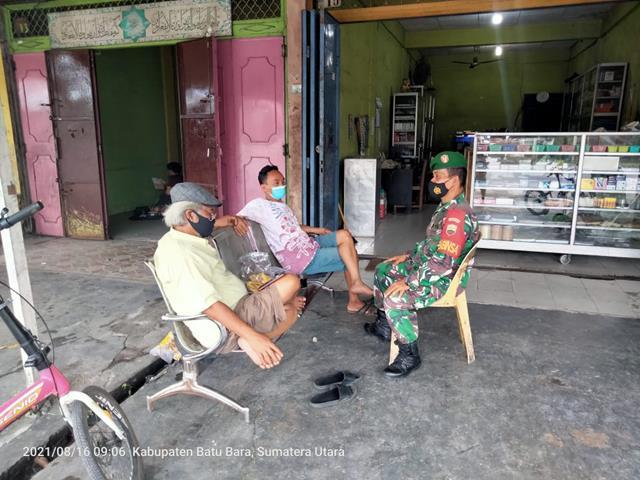 Dengan Melalui Komsos Personel Jajaran Kodim 0208/Asahan Ajak Warga Laksanakan Gotong Royong