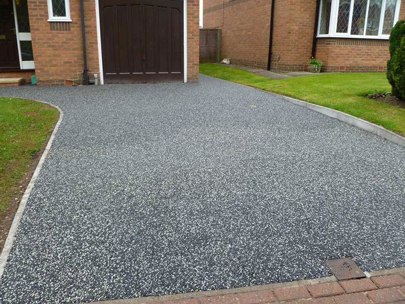 Sublime Home: Decorative look complements the robust structure of resin driveways impeccably