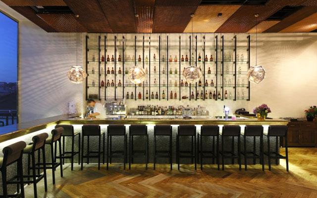 Marzua c mo decorar una barra de bar for Barras de madera bar