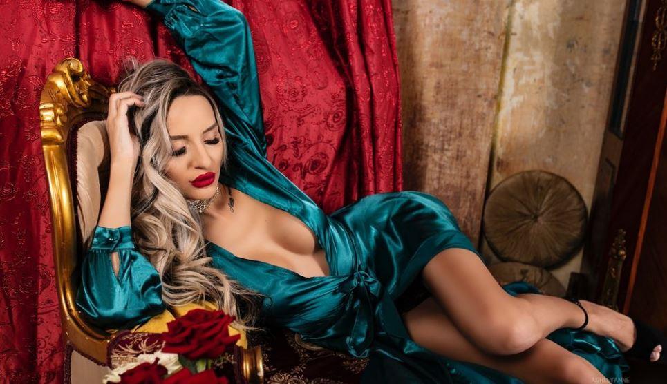 AshleyAnne Model GlamourCams