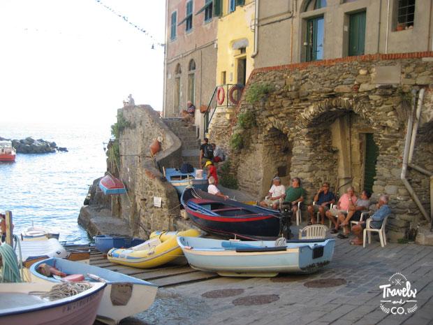 Cinque Terre en un dia que visitar barcas Riomaggiore