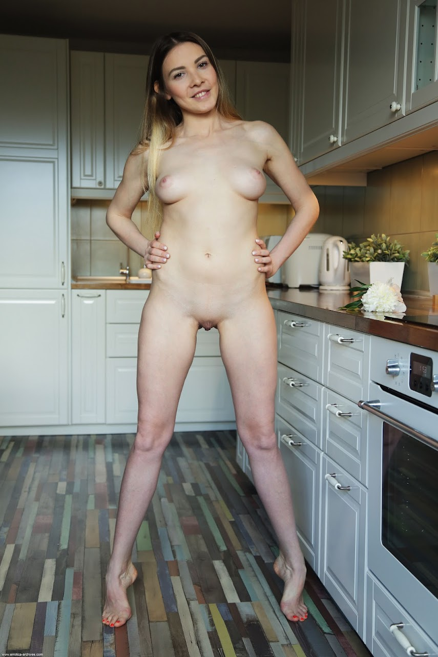 [Errotica-Archives] Kira - Kitchen
