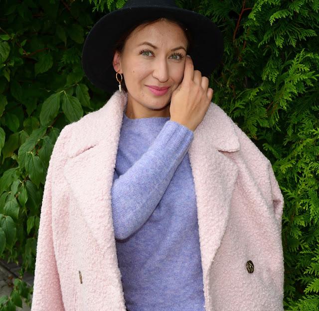 Adriana Style Blog, autumn outfit, blog modowy Puławy, Bonprix Boucle Coat, Bonprix Joggers, Hat, High Heels, Jesień, Kapelusz, Płaszcz Boucle Bonprix, Spodnie Joggery Bonprix, Swetr, Szpilki