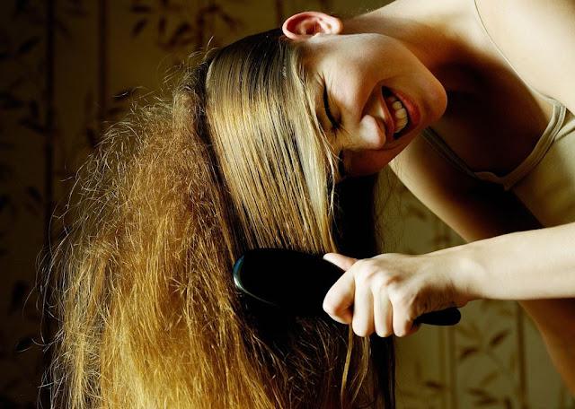 come curare i capelli crespi