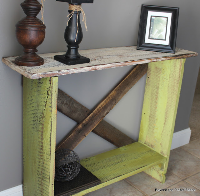 entryway, sofa table, reclaimed, barn wood, paint, Beyond The Picket Fence, http://bec4-beyondthepicketfence.blogspot.com/2013/03/spring-green-sofa-table.html