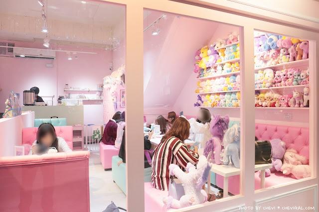IMG 9816 - 台中西屯│王皮香One Pink Shop。超萌少女心準備爆棚啦!整面滿滿滿的可愛娃娃與夢幻飲品根本超好拍!