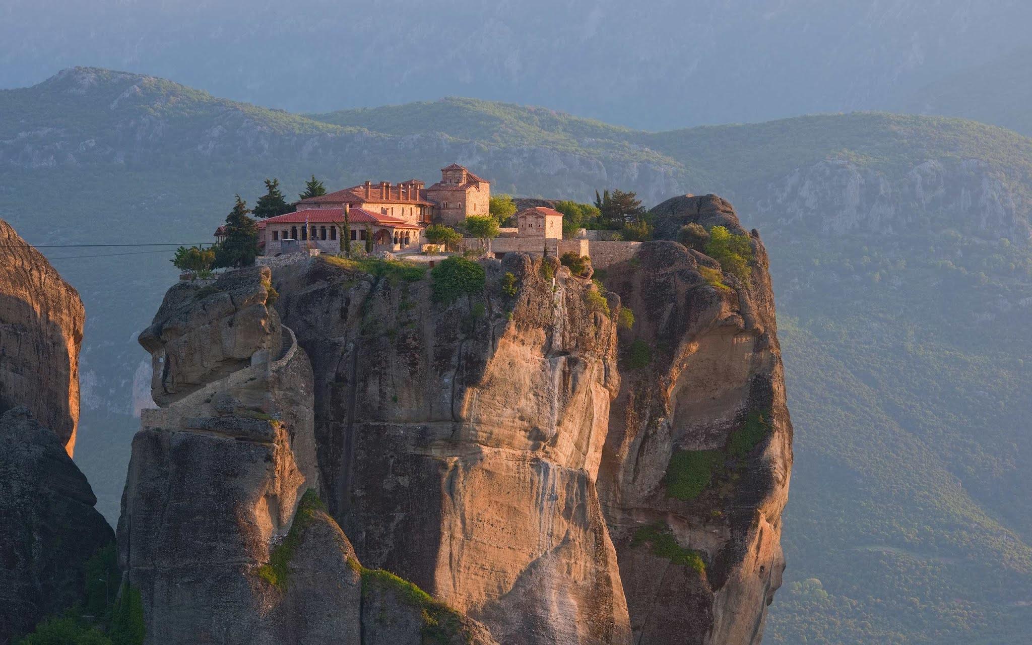 Монастырь Святой Троицы в Греции, Монастыри Метеоры