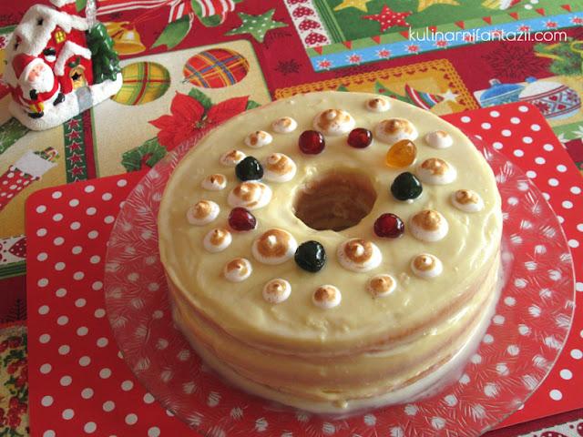 Празнична торта във форма на венец