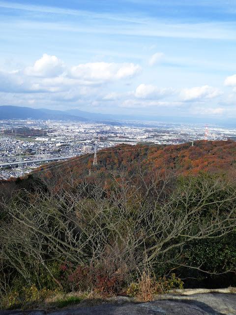 交野山 紅葉ハイキング 観音岩からの眺望 北西方向