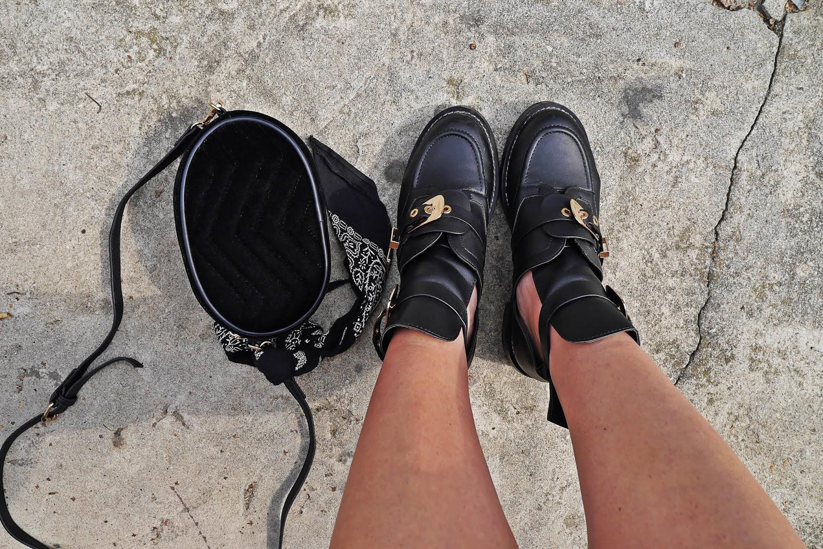 torebka nerka renee botki z klamerkami wycięte karyn blog modowy blogerka modowa stylizacja 2019