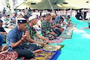 Bersama Warga Tola,  Satgas TMMD Ke-111 Istiqomah Laksanakan Sholat Jumat Berjamaah