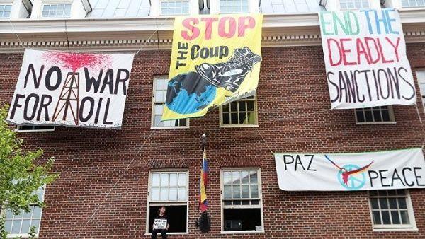 Policía y Servicio Secreto de EE.UU. colaboran con asedio a embajada venezolana