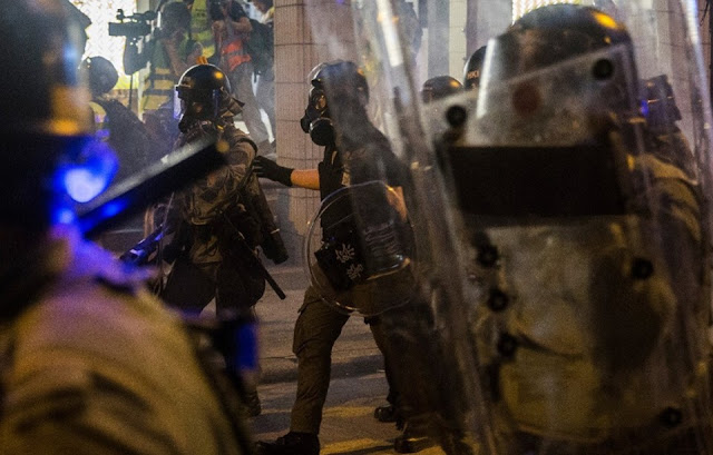 Hong Kong tê liệt vì tổng đình công chống lại chính quyền Trung Quốc