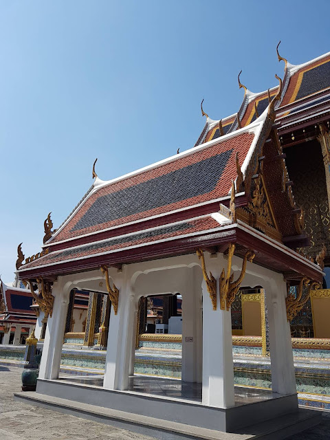 Need and Looking for Private Tour Guide in Bangkok Thailand? Guide RIANA, Able to Communicate in 4 Language: English, Chinese, Indonesia, and Thai