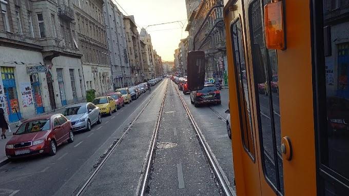 Kamu Geri Budapestje: Már a villamos is dugóban áll