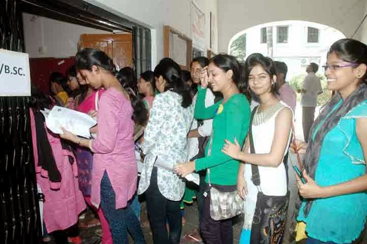 Students Throng Patna Women S College Counters To Submit Admission Forms