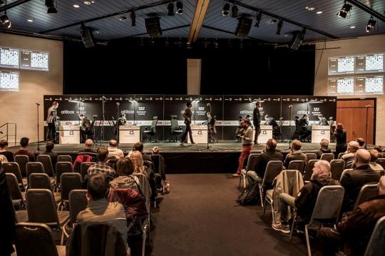 Une vue de la scène et des spectateurs - Photo © site officiel