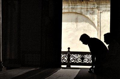 Pulang Bercuti, Terjumpa Lelaki Misteri Tak Bermaya Dalam Rumah