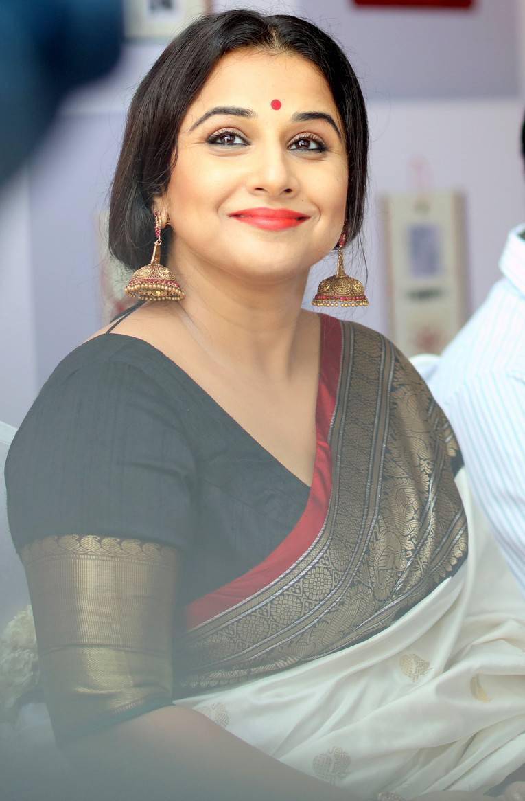 vidya balan hot in white saree at silk mark expo launch - tolly boost