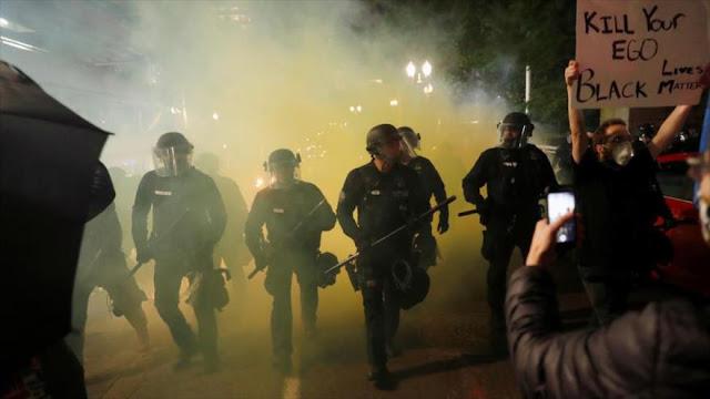 """Manifestantes buscan crear """"zona de guerra"""" en Portland (EEUU)"""