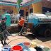 Babinsa Galangpengampon Wonopringgo Bantu Salurkan Air Bersih Dari BPBD Pekalongan