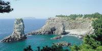 больше известен как остров дольменов нежели остров крепостей и фортов.