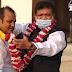 মেয়র মকছুদ মিয়া কেন্দ্রীয় যুবলীগ সদস্য গিয়াস উদ্দিন আজমকে ফুল দিয়ে বরণ করলেন