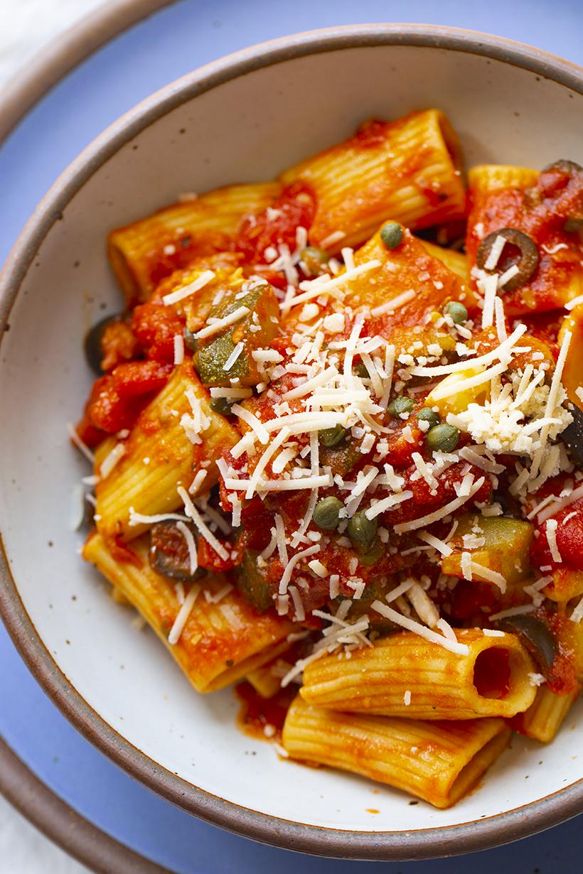 vegan chunky marinara pasta entree