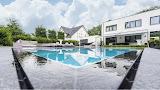 Een luxe overloopzwembad op maat om u tegen te zeggen.