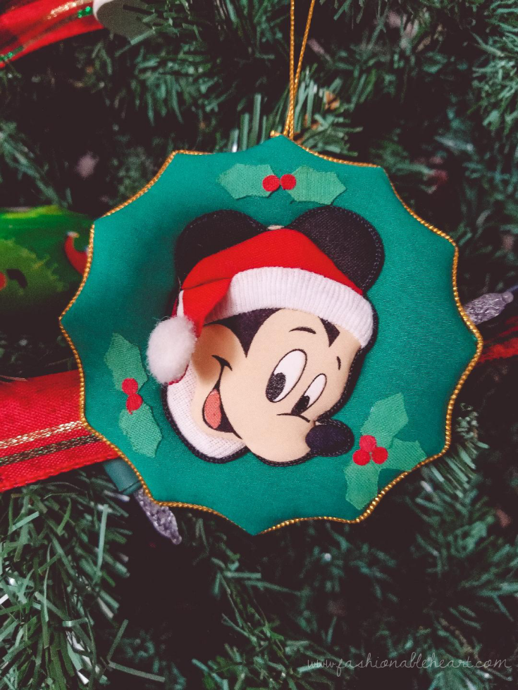 bblogger, bbloggers, bbloggerca, bbloggersca, canadian beauty bloggers, lifestyle blog, southern blogger, five friday faves, holiday season, reading, spotify, music, disney+, holiday scents, disney, mickey mouse, christmas tree, ornament, christmas decor