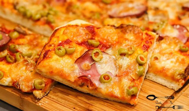 dania obiadowe, przekąski, pizza, domowa pizza, pizza z mozarellą, pomysł na pizzę, pyszna pizza, pizza wiejska, pizza z ananasem, pizza z kurczakiem, pizza z oliwkami,
