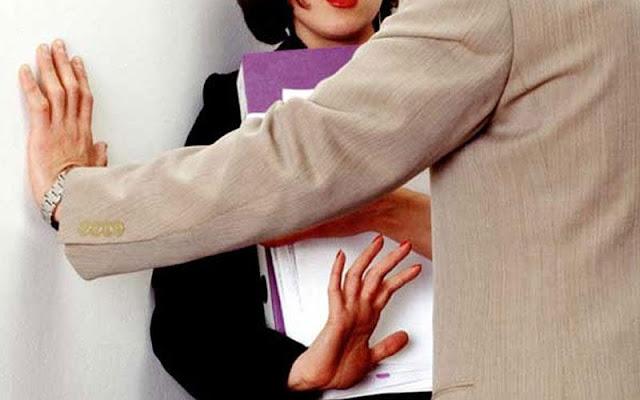 ΣΟΚ στη Κρήτη: Κατήγγειλε στην τηλεόραση τη σεξουαλική παρενόχληση από τον διευθυντή της (ΒΙΝΤΕΟ)