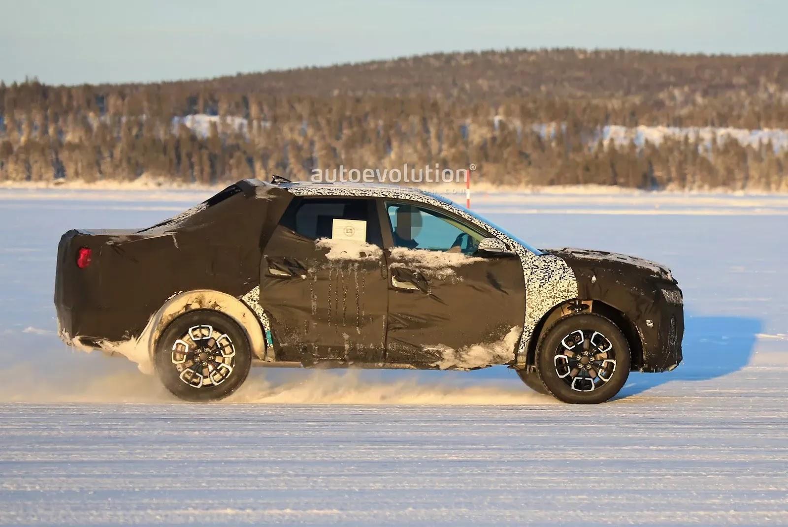 Bán tải Hyundai Santa Cruz đấu Ford Ranger bằng giá rẻ, mượn động cơ Santa Fe