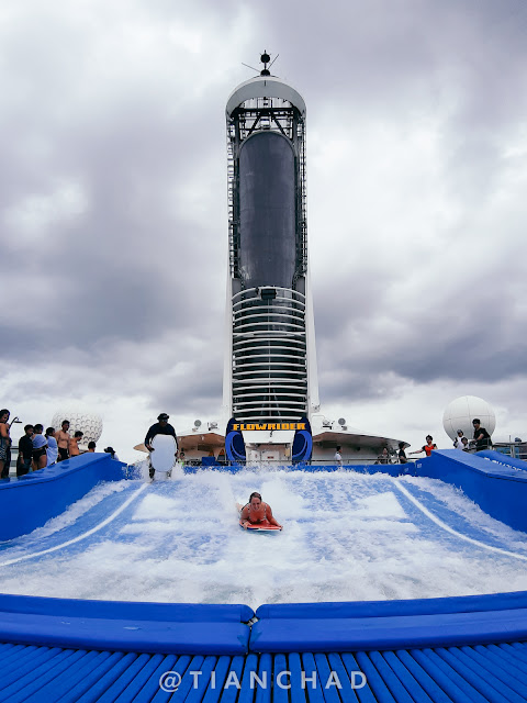 Flowrider on the cruise - Royal Caribbean Voyager of the Seas