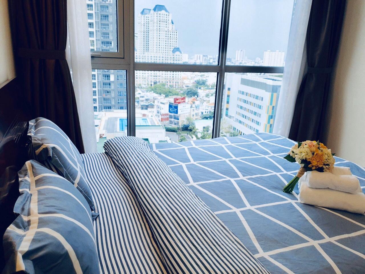 Phòng ngủ căn hộ Vinhomes Central Park cho thuê thoáng mát