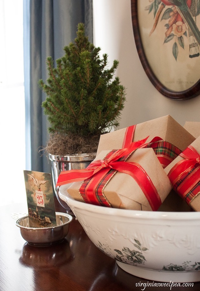 Vintage Inspired Christmas In The Living Room At Virginia Sweet Pea