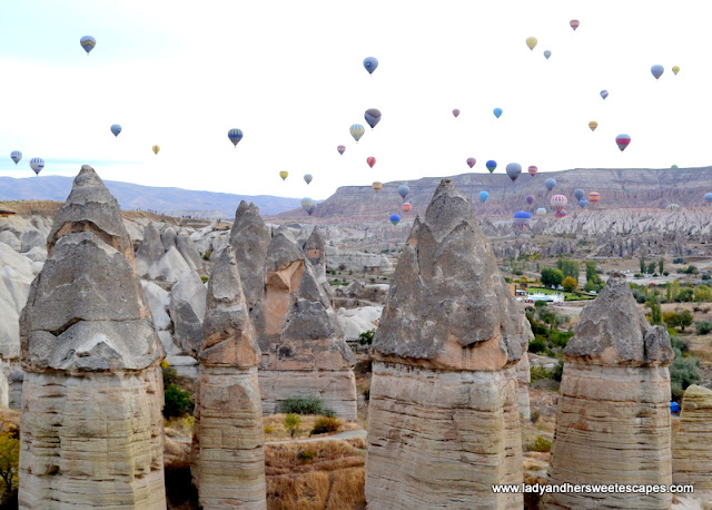 Hot air balloons in Love Valley