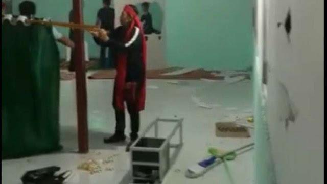 Orang-orang Berikat Kepala Merah Rusak Musala di Minahasa Utara